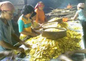 proses produksi keripik pisang agung, sidoarjo